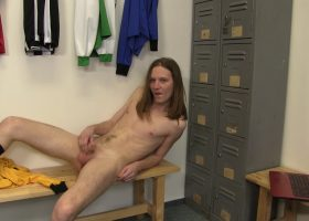 Twink Amateur Beats Off in Locker Room