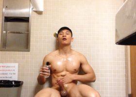 Asian Amateur Public Toilet Jerk Off